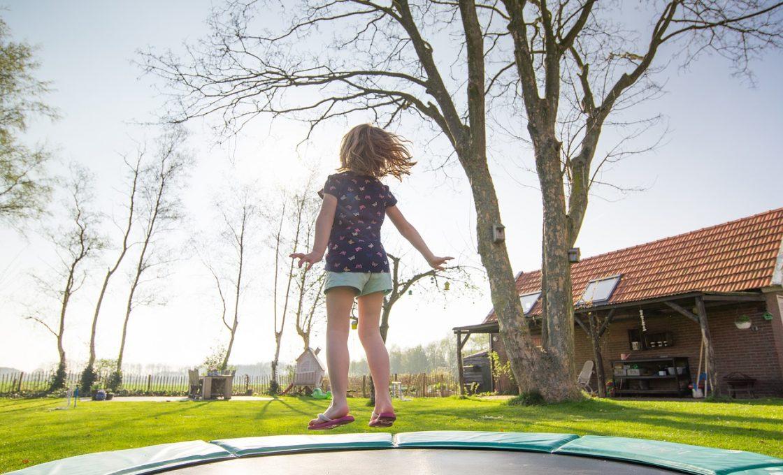 Comment et pourquoi choisir un trampoline pour l'extérieur ?